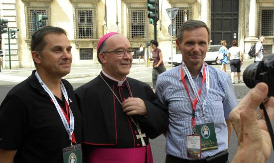 avec les diacres de son diocèse