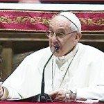 Pape François parle aus diacres